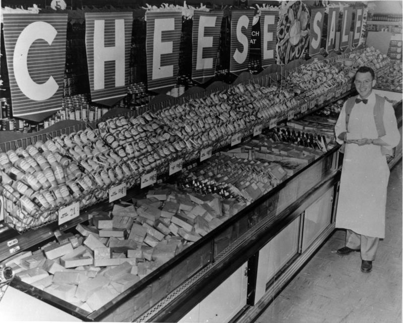 Albertson's_cheese_department,_1955
